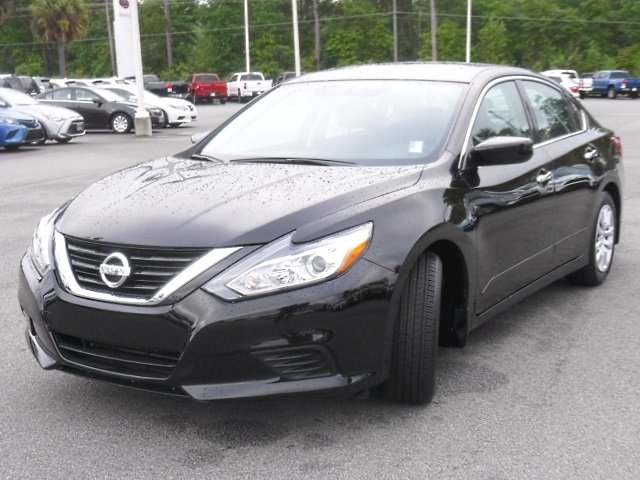 Pre Owned 2017 Nissan Altima 2 5 S
